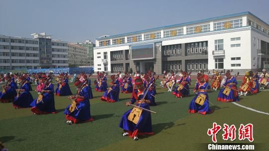 全国14个省市自治区代表在内蒙古交流民族团结经验