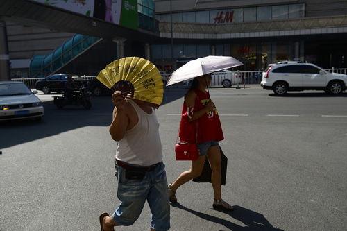 内蒙古天气炎热 多地发布高温预警