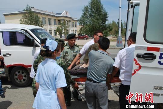2名蒙古籍旅客遇车祸受伤 中蒙口岸上演生命大接力