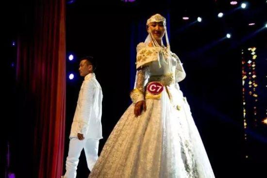 届 情定上都 蒙古族婚庆服饰设计制作大赛决赛举行.管永新摄 -情定上图片