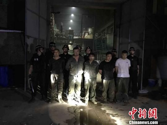 内蒙古警方破获特大制毒物品案 缴获制毒原料26吨