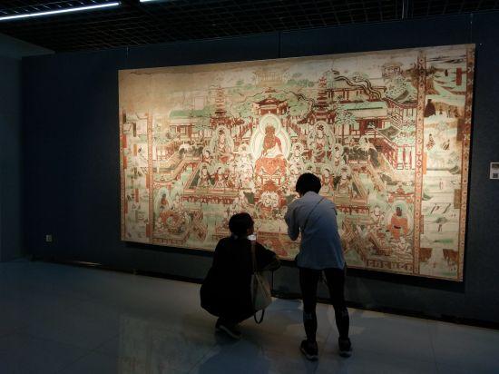 敦煌壁画艺术首次走进内蒙古高校 66幅经典作品亮相