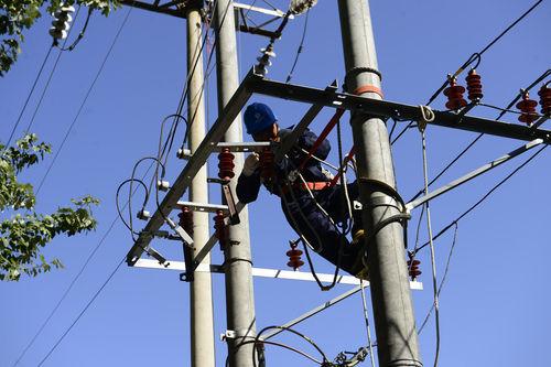 内蒙古举办电力职工技能比赛