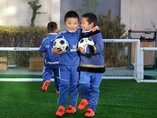 牛川旭)为丰富幼儿精神文化生活,培养幼儿对足球运动的兴趣,增强足球