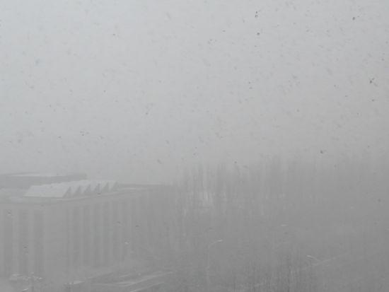 """内蒙古持续降雪""""穿越""""冬天 多条高速公路被迫实行交通管制"""