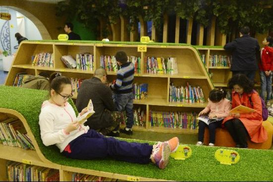 世界读书日:内蒙古小朋友图书馆内享受阅读