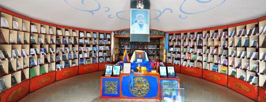 """内蒙古牧民创建""""蒙古文图书博物馆"""" 藏书达到30000余册"""