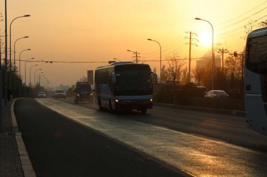 内蒙古包头警方转送200名戒毒人员异地戒毒