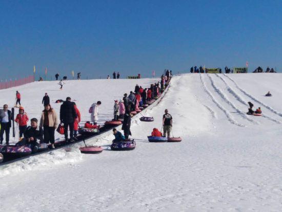 呼和浩特开启冰雪季 让群众冰雪运动健康发展