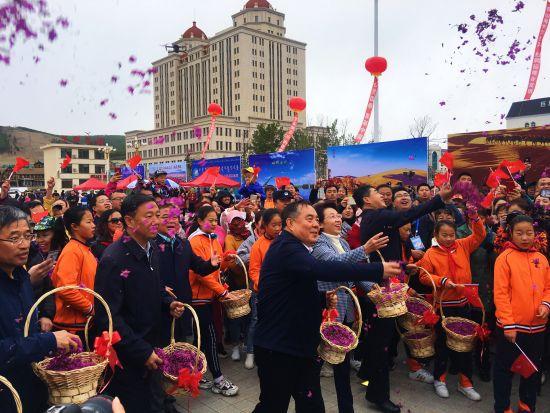 """2019年阿尔山兴安杜鹃节开幕 致力于""""四季都很美""""生态小城建设"""