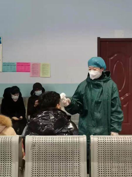 """(抗擊新(xin)型肺炎(yan))鄂倫zhuang)chun)自治(zhi)旗66歲退休民警︰帶著女兒上""""戰場"""""""